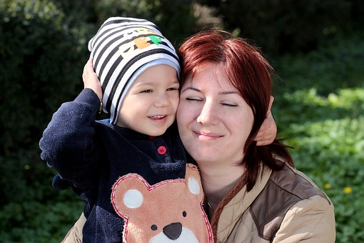mom and toddler-1249749__340